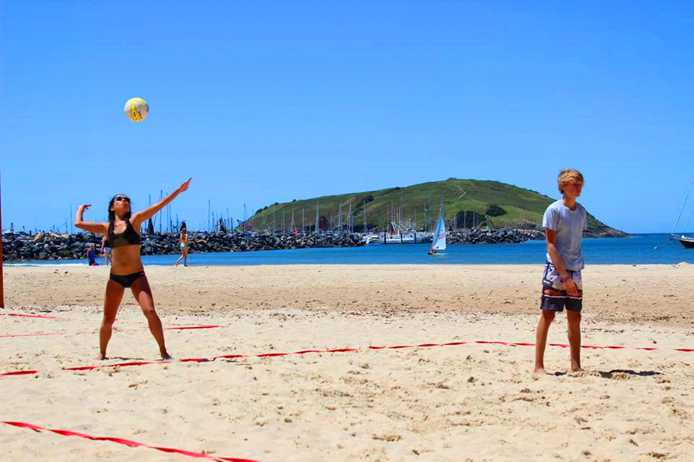 Mixed beach volleyball players